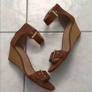 Cognac low wedges